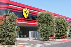 MARANELLO MODENA, ITALIEN, ÅR 2017 - Ferriari fabrik, ingång av den nya industriföretaget Arkivfoton