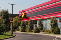 MARANELLO, MODENA, ITALIEN, JAHR 2017 - Ferriari-Fabrik, Eingang des neuen Industriebetriebs Lizenzfreie Stockfotos