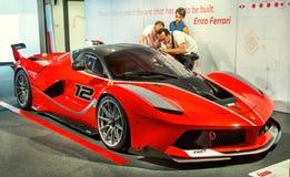 Maranello, Włochy †'Lipiec 26, 2017: Wystawa w sławnym Ferrari muzealny sportowi samochody, samochody wyścigowi i f1 Enzo Ferra Obraz Royalty Free