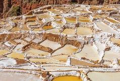 Maras-Salz-Terrassen nahe Cusco, Peru stockfoto