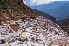 Maras-Salzbergwerke in Peru stockbilder