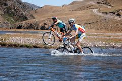 Maratón a campo través de la bici de montaña Imagen de archivo libre de regalías