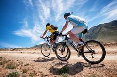 Maratón a campo través de la bici de montaña de la aventura Fotografía de archivo