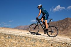 Maratón a campo través de la bici de montaña de la aventura Foto de archivo libre de regalías
