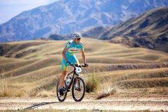 Maratón a campo través de la bici de montaña de la aventura Imagen de archivo libre de regalías