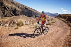 Maratón a campo través de la bici de montaña de la aventura Imagenes de archivo