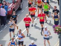 Maratón corriente de la gente Imagenes de archivo