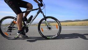 Maratón de ciclo en la montaña almacen de video