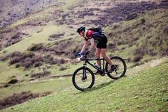 Maratón de la bici de montaña del resorte Foto de archivo libre de regalías