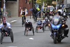 Maratón 2014 de New York City de los corredores de la silla de ruedas Imágenes de archivo libres de regalías