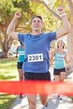 Maratón que gana del corredor masculino Imagen de archivo libre de regalías