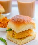 Marathi śniadanie Vada Pav i Chai obraz royalty free