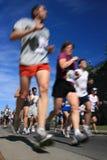 Marathon - angle faible et tache floue Images stock