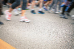 Marathon de pulser brouillé de personnes de foule de mouvement extérieur Images libres de droits