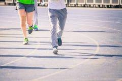 Marathon de pulser brouillé de personnes de foule de mouvement extérieur Photographie stock