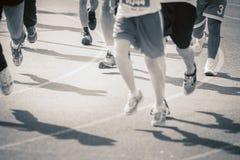 Marathon de pulser brouillé de personnes de foule de mouvement extérieur Photo libre de droits
