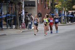 Marathon der Frauen-Auslese-Läufer-NYC Stockfotografie