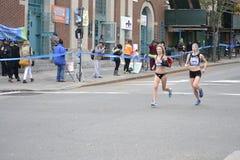 Marathon des coureurs NYC d'élite de Lauren Kleppin Annie Bersagel Women Photographie stock libre de droits