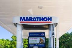 Marathon Oil Corporation加油站和商标 库存照片