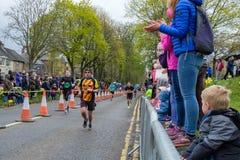 Marathonagenten aangezien zij de het Eindigen Lijn naderen stock fotografie