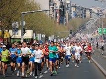 Marathoners et semis-marathons photographie stock libre de droits