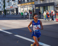 Marathonien japonais Eri Hayakawa courant Berlin Marathon 2013 Photographie stock libre de droits