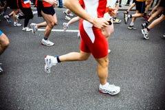 Marathoniens, passage de ville Images libres de droits