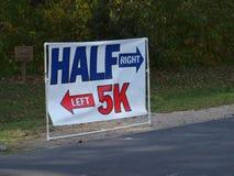 Marathonlauf-Zeichen Stockfotos