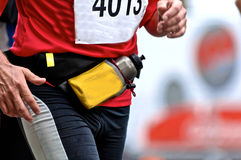 Marathonseitentrieb mit Flasche Stockfotos