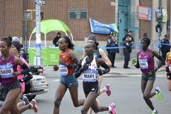 Maraton för kvinnaelitlöpare NYC Fotografering för Bildbyråer