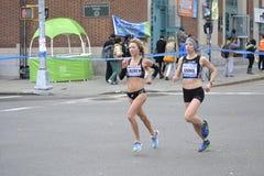 Maraton för Lauren Kleppin Annie Bersagel Women elitlöpare NYC Royaltyfri Fotografi
