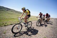 Maratona da bicicleta de montanha da aventura no deserto Foto de Stock