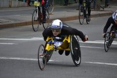 Maratona 2014 de New York City do piloto da cadeira de rodas fotos de stock royalty free