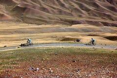 Maratona della corsa campestre del mountain bike di avventura Fotografia Stock