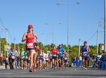 Maratona do clássico de Atenas Sobre 45.000 atletas das dúzias do coun Fotos de Stock Royalty Free