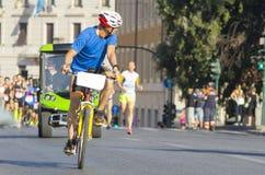 Maratona mim Roma, passando de lado monumentos antigos imagens de stock