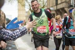 Maratona vergine di Londra dei soldi 24 aprile 2016 Fotografie Stock