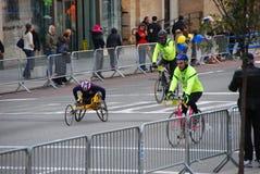 Maratonsikt för 2014 NYC på den 1st avenyn Fotografering för Bildbyråer
