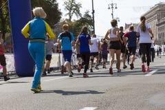 Maratonspring i ljuset av aftonen Royaltyfri Foto