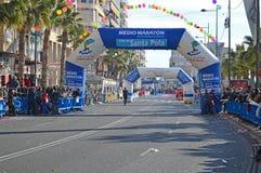 Maratonstart och mållinje Arkivbilder