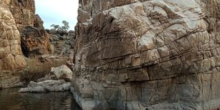 Maravíllese la roca o la montaña con el maa Narmada, Jabalpur la India del río fotografía de archivo libre de regalías