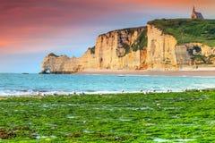 Maravilha natural espetacular do arco da rocha, Etretat, Normandy, França imagens de stock royalty free