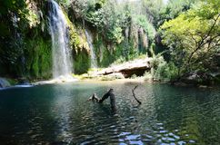 Maravilla de la naturaleza, un lugar fresco de la cascada de Antalya Kursunlu en la partida caliente del verano Fotografía de archivo libre de regalías