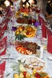 Maravillosamente tabla de banquete con el postre Imagenes de archivo