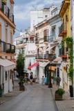 MARBELLA, ANDALUCIA/SPAIN - 6 DE JULHO: Cena da rua no Sp de Marbella foto de stock royalty free