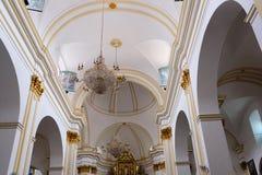 MARBELLA ANDALUCIA/SPAIN - JULI 6: Inre av kyrkan av t royaltyfria bilder