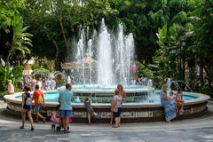 MARBELLA ANDALUCIA/SPAIN - JULI 6: Springbrunn Virgen Del Rocio I arkivfoton