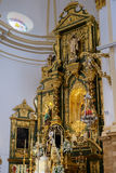 MARBELLA, ANDALUCIA/SPAIN - 6 LUGLIO: Altare dorato nella chiesa Fotografie Stock