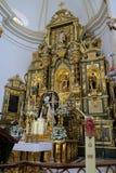 MARBELLA, ANDALUCIA/SPAIN - 6 LUGLIO: Altare dorato nella chiesa Fotografia Stock