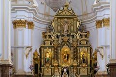 MARBELLA, ANDALUCIA/SPAIN - 6 LUGLIO: Altare dorato nella chiesa Fotografia Stock Libera da Diritti
